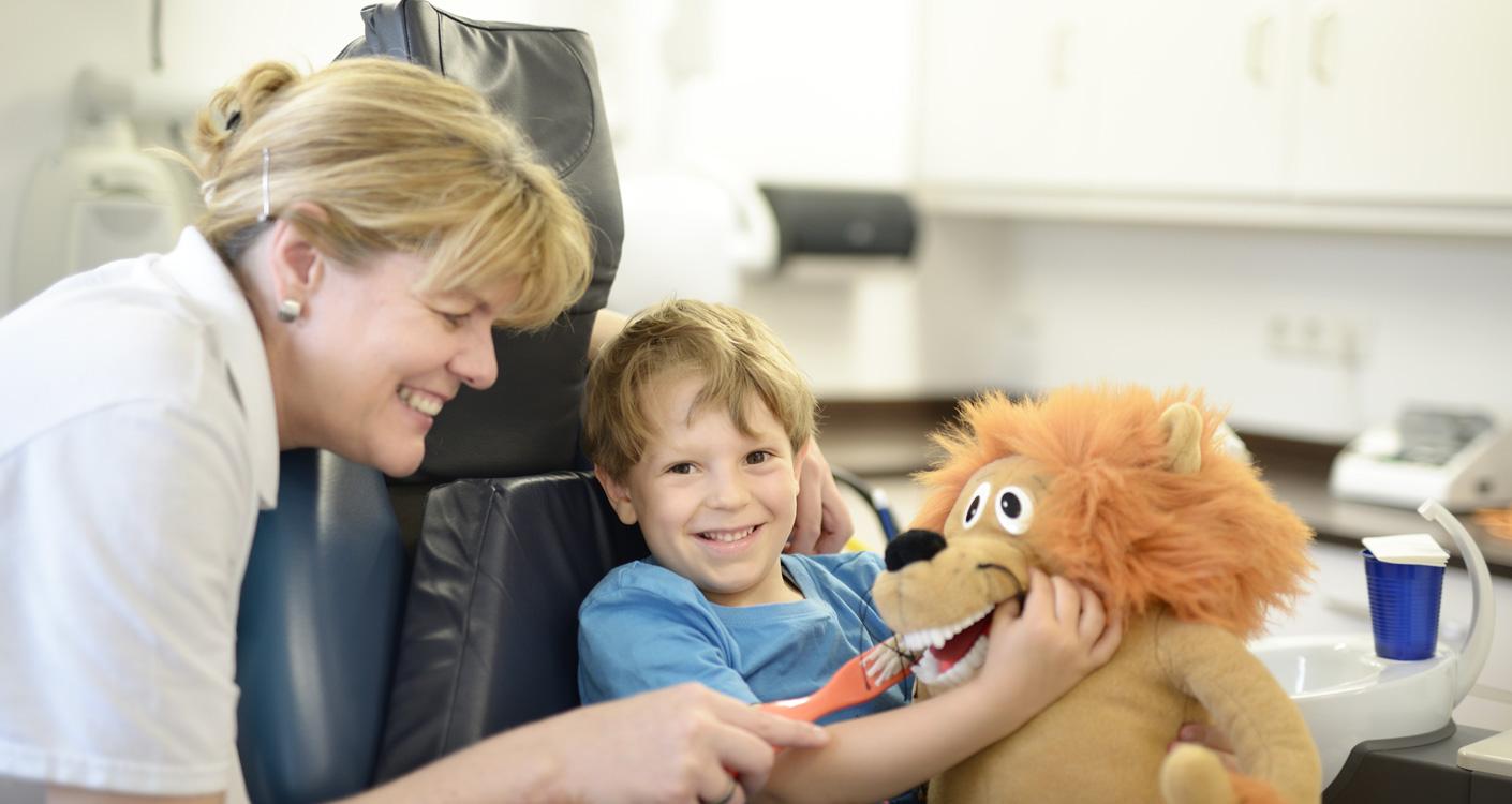 Zahnärzte Dr. Wunderer & Dr. Jung - Kinderbehandlung – spielerisch und zwanglos beim Zahnarzt 1